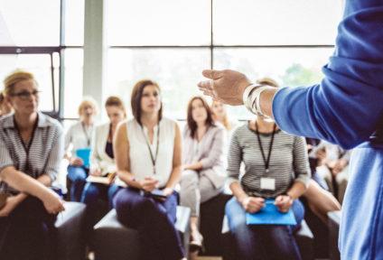Durchführung von Kommunikationstrainings für eine optimierte Gesprächsführung
