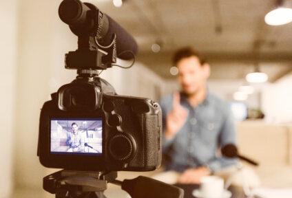 Effective and contemporary knowledge transfer via new digital media